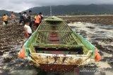 Perahu  asing tanpa awak terdampar di Natuna