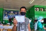Wartawan Kompas Jayapura terima vaksin COVID-19 tahap awal di Papua