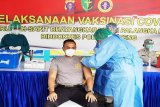 Kepala RS Bhayangkara orang pertama divaksin COVID-19 di rumah sakitnya