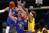 Aksi gemilang Nikola Jokic bawa Nuggets kalahkan Warriors