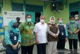 Kemenkes cek vaksinasi  COVID-19 di Palembang
