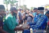 Pemkot Baubau salurkan bantuan tanggap darurat kepada 10 kk korban longsor