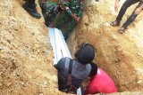 Satgas Yonif MR 413 Kostrad bantu pemakaman warga di perbatasan RI-PNG
