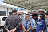 Keluarga salah seorang korban Sriwijaya Air jemput kedatangan jenazah