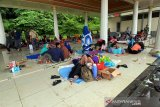 Tenda dibangun di Stadion Manakarra Mamuju  untuk pengungsi