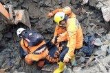 SAR gabungan temukan satu korban longsor di Malalayang