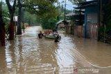 Banjir dan longsor di Kota Manado memaksa 500 warga mengungsi
