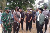 Tiga warga tertimbun reruntuhan gempa di Desa Majene