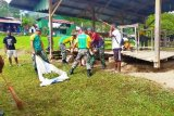 Babinsa Koramil Kelila-Satgas Pamrahwan bersihkan pasar