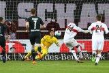 Liga Jerman-Penalti Silas amankan hasil imbang bagi Stuttgart saat jamu Gladbach