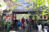 Babinsa Koramil Timika lakukan komsos dengan warga kelurahan Kamoro Jaya