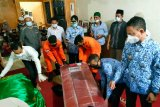 Wali Kota Pontianak sambut kedatangan jenazah Khasanah dan Makrufatul