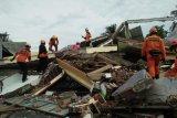 SAR Unhas Makassar: Masyarakat Sulbar berdatangan melihat kondisi rumah