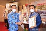 LKBN ANTARA Biro Kalteng terima penghargaan dari Wali Kota Palangka Raya