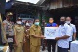 Pemkab Kapuas serahkan bantuan banjir ke posko relawan banjir Kalsel