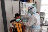 Para pegawai KKP Kupang terima vaksin COVID-19