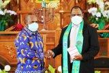 Demokrat Papua bantu pelayanan Gereja GKI Kalvari Rp100 juta
