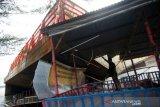 Kapal Tongkang Terdampak Di Tegal