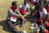 Binmas Noken Polri apresiasi donatur sepatu siswa SD Inpres Papua