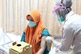 RS Bhayangkara Mataram menyiapkan stan vaksinasi anggota dan ASN Polri
