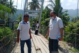 Warga Baringin, Padang berharap jembatan gantung segera diperbaiki