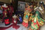 Bisnis Penyewaan Baju Adat Dayak Kalteng Mulai Bangkit