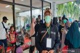 Bantuan mengalir di posko pengungsian banjir Stadion Demang Lehman