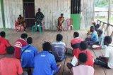 Danramil Kokonao komsos dengan warga Kampung Yaraya