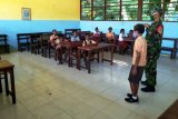 Babinsa Koramil Biak Utara ajarkan siswa wawasan kebangsaan dan PBB