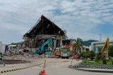 Evakuasi kantor Gubernur Sulbar di Mamuju terus berlangsung usai gempa