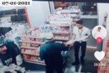 Dua hari sebelum Sriwijaya Air SJ-182 jatuh, Kapten Afwan berbelanja di minimarket BIM Padang