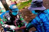TNI-AL layani pengobatan korban gempa bumi di Pulau Karampuang Sulbar
