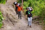 Bantuan kebutuhan pokok dari relawan mengalir ke Sulawesi Barat