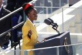Mengenal penyair muda Amanda Gorman, kesulitan bicara sampai taklukan Capitol
