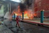 Gudang CPO di kawasan Teluk Bayur terbakar, 120 personel Damkar dikerahkan