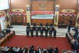 Suasana Rapat Paripurna Pengumuman akhir masa jabatan Bupati dan Wakil Bupati Kapuas Hulu periode 2016-2020 dan pengumuman pengesahan penetapan Calon Bupati dan Wakil Bupati Kapuas Hulu terpilih, yang di selenggarakan di Gedung DPRD Kapuas Hulu Kalimantan Barat, Senin (25/1/2021).