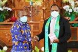 Demokrat Papua beri bantuan Rp100 juta jemaat GKI Kasih Jayapura