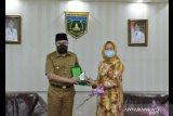 Wako Padang Panjang Fadly siapkan beasiswa bagi mahasiswa akper Nabila