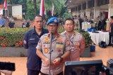 Penyidik jemput Ambroncius Nababan seusai ditetapkan tersangka