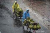 BMKG peringatkan waspadai hujan disertai petir dan angin kencang di sejumlah wilayah Jakarta