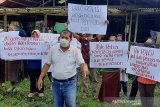Peternak ayam di Limpakuwus Banyumas protes diperas oknum polisi