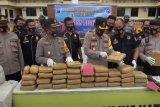 Polres Mandailing Natal gagalkan penyelundupan 570 kilogram ganja untuk dikirim ke Jakarta