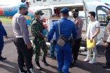 Helikopter Baharkam Polri distribusikan vaksin COVID-19 ke wilayah kepulauan