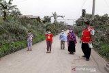 BPBD Boyolali bersihkan jalan desa dari abu Merapi