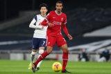 Joel Matip alami cedera, krisis bek tengah Liverpool makin parah