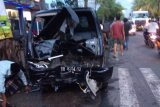 Mobil bak terbuka vs sepeda motor tabrakan di jalan Praya-Kopang, korban meninggal jadi 2 orang