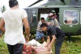 TNI salurkan logistik kepada pengungsi Mamuju dengan helikopter