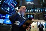 Wall Street menguat