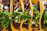 Bahan dan cara membuat taco dengan isi daging sapi dan keju gurih