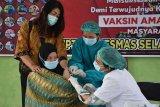 Sebanyak 31 dari 50 tenaga kesehatan di Kapuas disuntik vaksin COVID-19